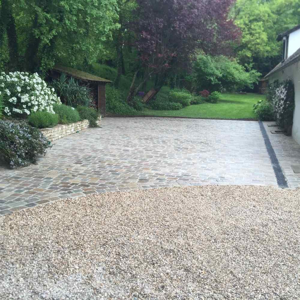 Pavage jardin nettoyage des pavs pavage de vos alles et for Paysagiste 78
