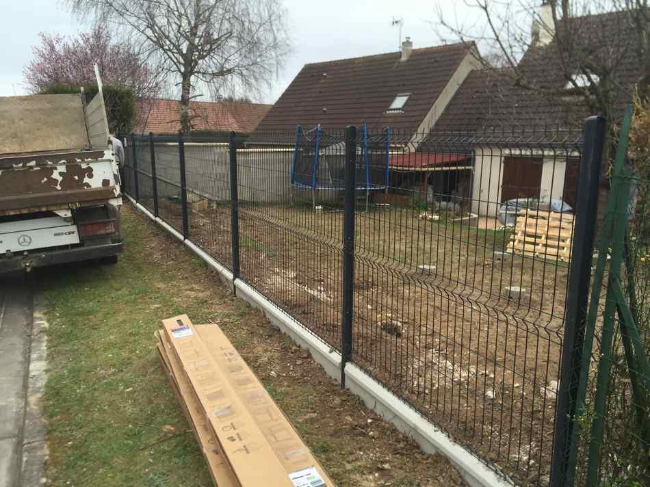 Pose d\'une clôture en treillis soudé à Bonnières - VAN DAMME PARCS ...