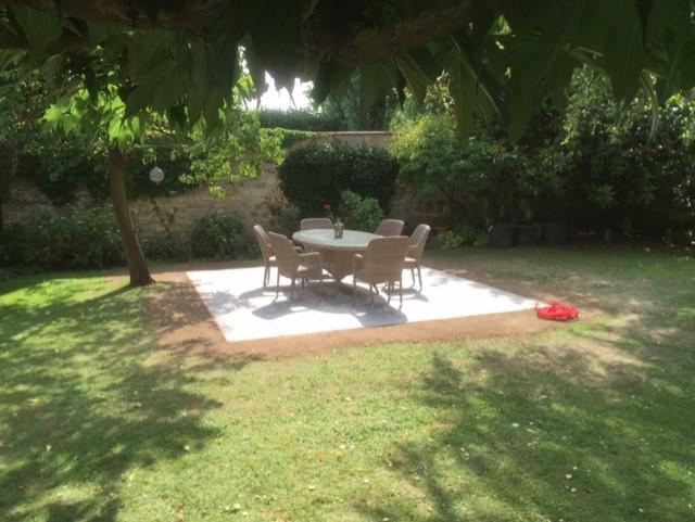 Terrasse en pose sur plots dalles en c ramique van for Terrasse jardin 78